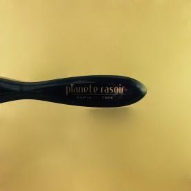 """Brosse à barbe """"Planète Rasoir"""" plexi noire, 3 rangs, montée main"""